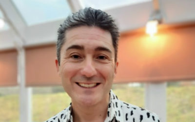 Loose Valley Care Home welcomes back singer Kevin Walsh